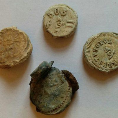 Товарні пломби, поч. ХХ ст., с. Мадзярки. Знайдено 2015