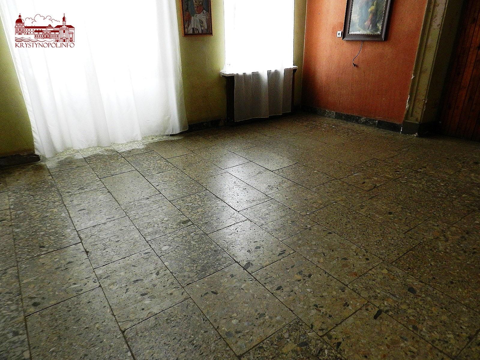 Підлога у фойє.