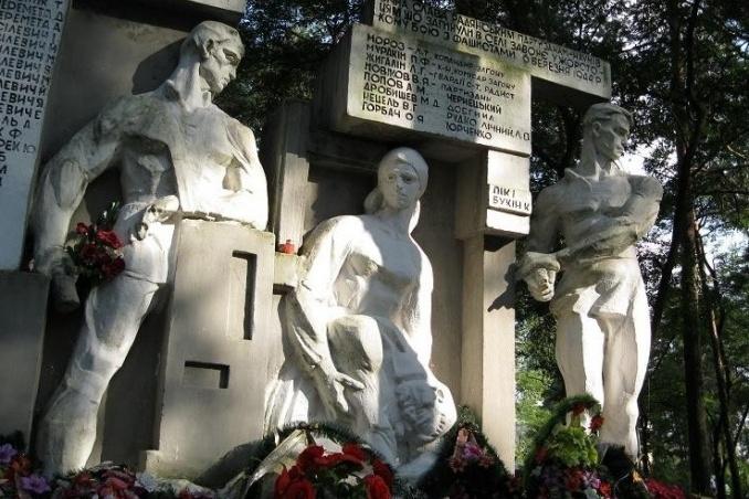 Братська могила партизанів-наумівців у Соснівці