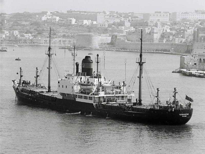 Сухогруз Червоноград (на кормі - Червоноград Жданов). 1975