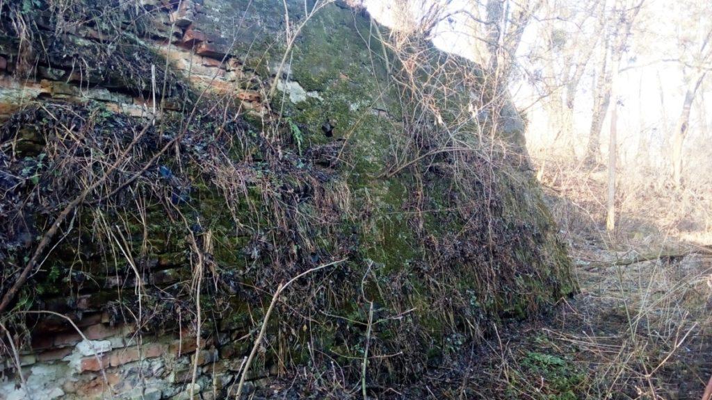 Оборонні мури монастиря оо. Бернардинів