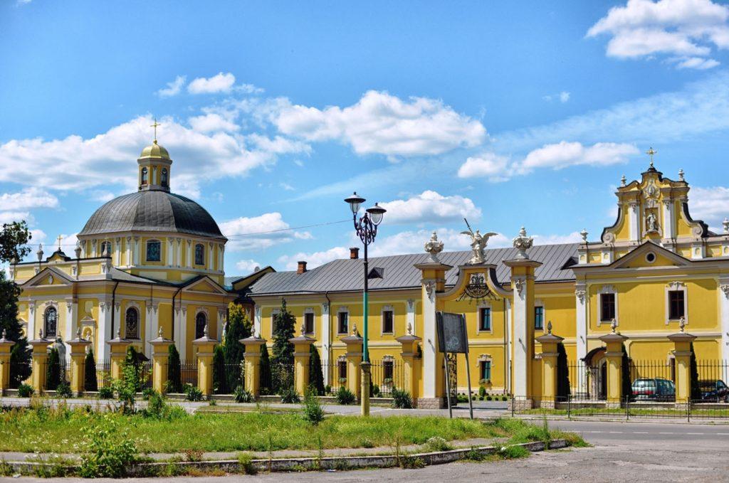 Церква св. Юрія та монастир отців Василіан