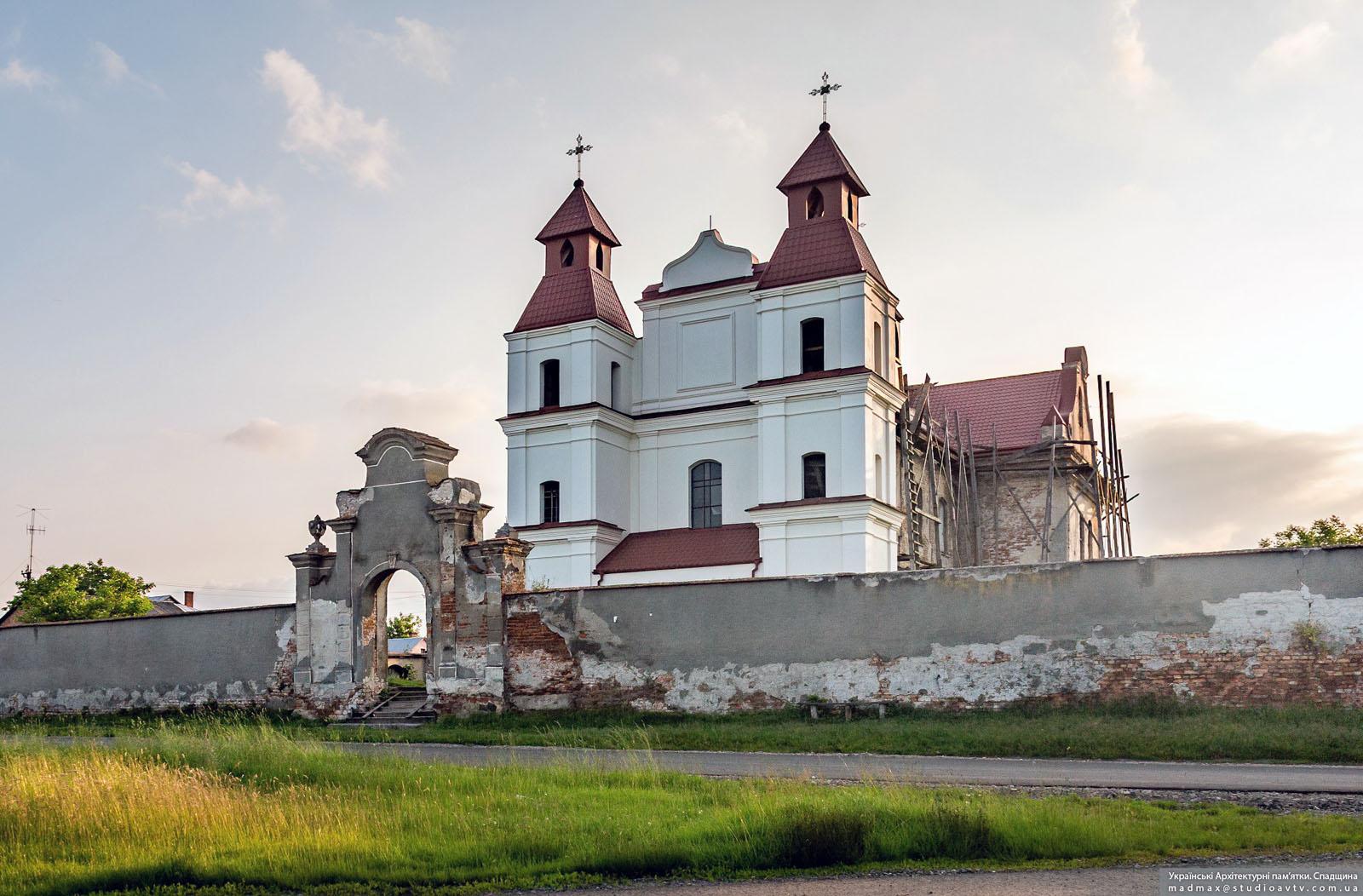 Тартаківський костел св. Архангела Михаїла: знищити не можна врятувати
